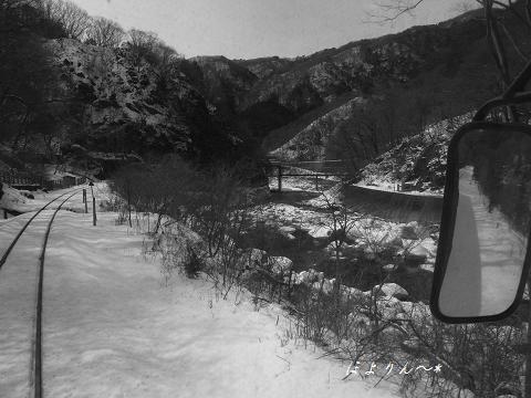 渓谷沿いを・・・.jpg