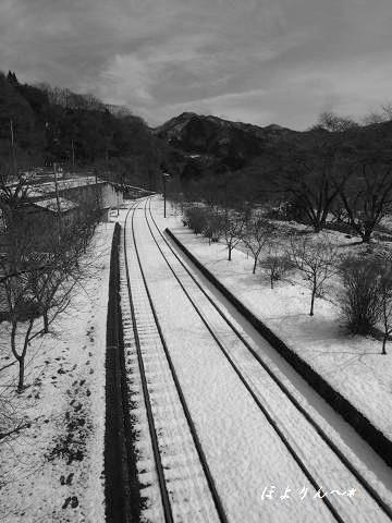 足跡と線路.jpg
